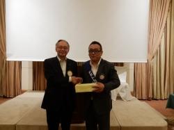 ニコボックス大賞の齋藤光正君。 南山園のお茶一年分が贈られました!