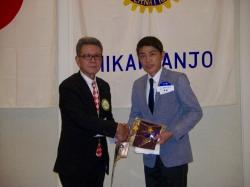大見会長と和田委員によるバナー交換